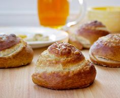 How to make fermented Sourdough Einkorn Pretzel Rolls using baking soda.
