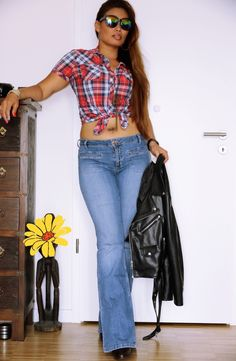 EN:      Hello my dears,    did you know that flare jeans is back?? Wow....how cool is that, do you believed it? For myself I'm ...
