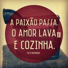 O amor fica, se une a outros sentimentos bonitos como o respeito, a lealdade, o carinho e a parceria. É para a vida toda.