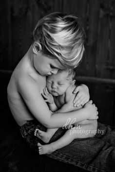 Big brother! Can you even handle how sweet this is? www.photographybydhm.com #siblings #brother #sister #little #newborn #photographer #photography