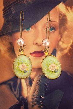 Ann Harding - Light green flowery earrings