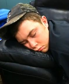 Even country stars need to take naps! 21 Reasons We Love Scotty McCreery Country Strong, Cute N Country, Country Men, Country Girls, Southern Girls, Country Living, Country Artists, Country Singers, Country Music