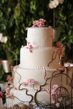 Znalezione obrazy dla zapytania bolos cenográficos para casamento com flores Cherry Blossom Cake, Wedding Mood Board, Cute Cakes, Cake Creations, Cake Art, Quinceanera, Cake Designs, Amazing Cakes, Eat Cake