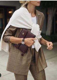 Super how to wear a scarf to work fall ideas Ways To Wear A Scarf, How To Wear Scarves, Office Fashion, Work Fashion, Style Fashion, Mode Chic, Looks Chic, Trends, Ootd