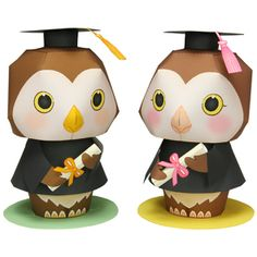 Do you have children or friends who are graduating from school or college? Send them your congratulations with a paper craft of a wise, clever owl. It also makes a great addition to a present! Choose a male or female owl with either a black, blue, or red gown, holding either a diploma, flag, or bouquet of flowers.