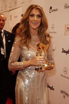 """Golden Times: Celion Dion mit ihrem BAMBI in der Kategorie """"Entertainment"""""""