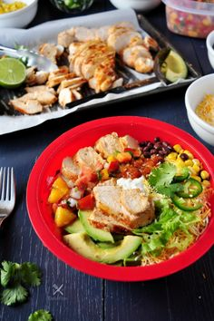 Assemble a healthy and delicious burrito bowl with these perfectly grilled juicy chicken breasts in just 30 minutes. Chicken Burrito Bowl, Chicken Burritos, Lunch Recipes, Healthy Recipes, Healthy Food, Kale Pasta, Paleo Whole 30, Easy Meals, Simple Meals