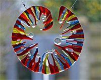 Fused glass, organic, window catcher or sculpture yvonne veen raamhanger met glasdruppels
