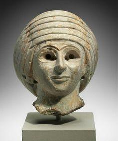 Limestone head of a female worshipper. Sumerian. Early Dynastic Period. 2900 - 2334 B.C. | Museum of Fine Arts, Boston