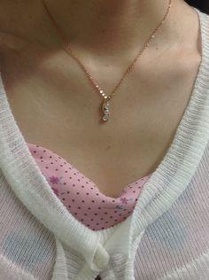Amazon.co.jp: キュービックジルコニア(CZ) 3連大粒ネックレス(調節可・最大長さ45cm) ピンクゴールドカラー: ジュエリー通販