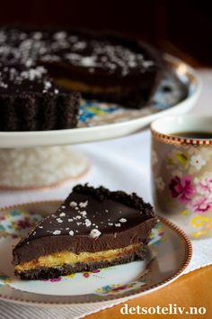 Hei dere! På tide med en ny, skikkelig DIGG kakeoppskrift her på Det søte liv! Denne Oreokaken inneholder både et deilig karamellfyll og et kremete sjokoladefyll. Dobbel lykke! Du trenger ikke stekeovn for å lage denne kaken og bare 5 ingredienser (+ et lite dryss maldonsalt). Kaken er lett å lage og blir en skikkelig godbit!