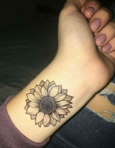 Flower tattoos are the best choice for women. Many women are interested in flower tattoos. Some of the flower tattoo designs are beautiful and attractive. 16 Tattoo, Tattoo Trend, New Tattoos, Body Art Tattoos, Sleeve Tattoos, Tiny Tattoo, Tattoo Hip, Random Tattoos, Foot Tattoos