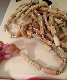 Wine Cork Garland DIY {Guest Post!} - Glipho #winecorkcrafts