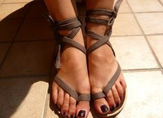 Recycle Old Flip Flops: Turn them into Roman Sandals! I need to make this! So many shoes don't fit me... I should get some cheap flip-flips from Old Navy to use. :D