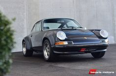 """Deze Porsche 911 ST betreft een zogenaamde """"backdate"""" op basis van een 1985 3.2 Carrera en wordt te koop aangeboden door Bavaria Motors in België. De ombouw"""