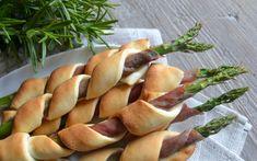 Indbagte, grønne asparges med serrano skinke…