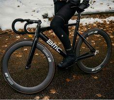 New road bike fashion gears ideas Road Bikes, Cycling Bikes, Sport Motivation, Bmx, Urban Bike, Buy Bike, Fixed Gear Bike, Speed Bike, Bicycle Maintenance