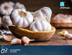 Remedies For Water Retention How to Lower Blood Pressure Fast - Raw Garlic - What home remedy is good to lower blood pressure fast? Here are a few suggestions for natural home remedies and lifestyle modifications. Home Remedies, Natural Remedies, Sinus Remedies, Water Retention Remedies, Garlic Health Benefits, Troubles Digestifs, Raw Garlic, Organic Garlic, Food Recipes