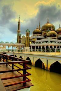 Crystal Masjid in Malaysia English Architecture, Islamic Architecture, Art And Architecture, Beautiful Mosques, Beautiful Places, Learn Islam, Learn Quran, Laos, Mosques