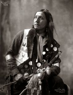 Legends of The Old West: Left Hand Bear - Oglala / Sioux (Lakota) Native American Pictures, Native American Beauty, Native American History, Native American Indians, Native Indian, American Symbols, American Art, Oglala Sioux, Sioux Nation