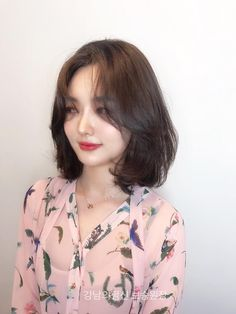Korean Hairstyle Medium Shoulder Length, Korean Medium Hair, Korean Short Hair, Medium Hair Cuts, Shoulder Length Hair, Medium Hair Styles, Curly Hair Styles, Short Hair Dos, Girl Short Hair