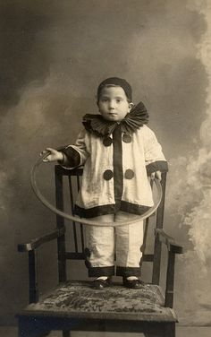 27 Hilarious Vintage Photos of People Dressed in Pierrot from the Early Century ~ vintage every Antique Photos, Vintage Pictures, Vintage Photographs, Old Pictures, Vintage Images, Old Photos, Vintage Clown, Vintage Carnival, Vintage Halloween