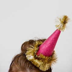 Save this to learn how to make glitter + gold sparkly NYE party hats + headbands.