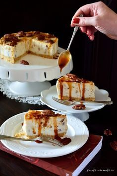 Caramel and pecan cheesecake. Delicious cheesecake with salted caramel and pecan nuts. (in Romanian) Pecan Cheesecake, Cheesecake Cupcakes, Pecan Nuts, Vegan Kitchen, Dessert Drinks, Food Cakes, Desert Recipes, Vegan Desserts, Cake Recipes
