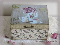 Artist Home Decor. Decoupage Wood, Decoupage Vintage, Diy And Crafts, Paper Crafts, Shabby Chic Crafts, Tea Box, Pretty Box, Altered Boxes, Vintage Box