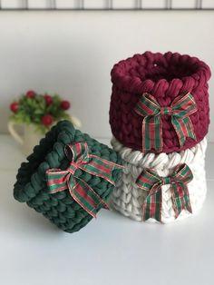 Crochet Christmas Gifts, Christmas Pillow, Christmas Diy, Christmas Decorations, Family Gift Baskets, Christmas Gift Baskets, Christmas Gifts For Parents, Crochet Basket Pattern, Crochet Bear