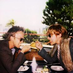 Tom Felton and Rupert Grint! Love that fur stoal, Rupert ; Draco Malfoy, Ron Y Hermione, Ron Weasley, Harry Potter New, Toms, Nostalgia, Rupert Grint, Star Wars, Jolie Photo
