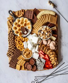 Charcuterie Recipes, Charcuterie Platter, Charcuterie And Cheese Board, Cheese Boards, Plateau Charcuterie, Kreative Desserts, Party Food Platters, Think Food, Aesthetic Food