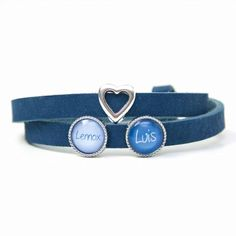 Blaues Lederarmband mit 2 Schiebeperlen und Herz – Wunschtext – Farbwahl Personalized Jewelry, Accessories, Fashion, Corona, Bangle Bracelets, Earrings, Personalised Jewellery, Jewelry Shop, Custom Jewelry