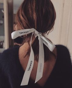 Discovered by 𝐊𝐑𝐈𝐒𝐓𝐈𝐍𝐀 🤍. Find images and videos about fashion, cute and hair on We Heart It - the app to get lost in what you love. Classy Aesthetic, Aesthetic Girl, Hair Inspo, Hair Inspiration, Ribbon Hair Ties, Hair Scarf Styles, Estilo Preppy, Make Up Anleitung, Foto Real