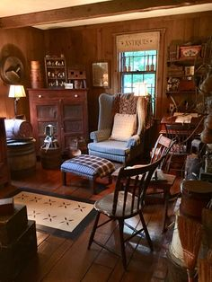 What a cozy looking front room. Prim Decor, Country Decor, Farmhouse Decor, Country Living, Primitive Decor, Primitive Furniture, Farmhouse Ideas, Country Farmhouse, Primitive Living Room