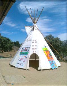El tipy indio, uno de los lugares de juego favoritos de los chavales durante la escuela de verano.