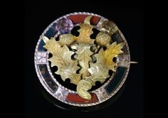 ANTIQUE VICTORIAN SCOTTISH AGATE 18CT GOLD BROOCH - CIRCA 1860