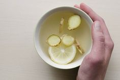 Ginger water (ginger tea) has many health benefits. It's good for cough and cold, respiratory ailments, relieves constipation and improves libido. Here's a recipe for boiled ginger water. A ginger water detox can help! Weight Loss Tea, Lose Weight, Cold Remedies, Natural Remedies, Headache Remedies, Stomach Remedies, Bloating Remedies, Holistic Remedies, Crunches