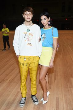 Dua Lipa and her boyfriend Anwar Hadid looked happier than ever as they put on a cosy display at the Marc Jacobs New York Fashion Week show on Wednesday. Anwar Hadid Style, Dua Lipa Dua Lipa, Yellow Mini Skirt, Style Casual, Edgy Style, Fashion Couple, New Wardrobe, New York Fashion, Look