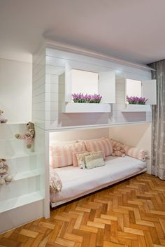 Kinderzimmer von bep arquitetos associados Here are some photos of interior design ideas. Get inspired! Tiny Bedroom Design, Girl Bedroom Designs, Kids Room Design, Home Design, Design Ideas, Interior Design, Design Design, Design Styles, Interior Ideas