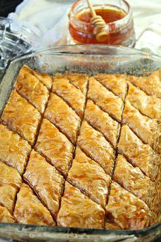 Old Fashioned Baklava Greek Desserts, Greek Recipes, Fun Desserts, Delicious Desserts, Dessert Recipes, Sicilian Recipes, Candy Recipes, Dessert Bars, Holiday Recipes