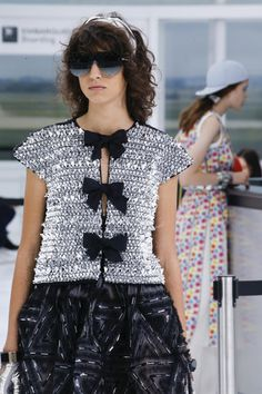 See detail photos for Chanel Spring 2016 Ready-to-Wear collection.
