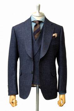 iki-nagoya: Bespoke Suit / Caccioppoli Suitsクラシックベースのモードを意識したシングルノッチ・ワイドラペルのベステッドスーツ。