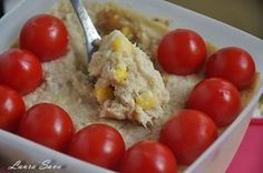 Eu lesin dupa ton si dupa porumb, si dupa multe alte chestii :D, dar cred ca salata asta de ton ar placea oricui. Mai ales ca are in compozitie o maioneza mai speciala, maioneza din telina. E o salata grozava si satioasa si absolut perfecta pentru dezlegarile la peste :) Ingrediente: - 1 conserva ton natur/ulei - 1 conserva porumb dulce fiert Pentru maioneza de telina: - 1 telina mare - 1 lingura mare de mustar - ulei (cca. 100-120 ml.) - zeama de la o lamaie (mica) !!! Daca nu va place ... Eggs, Dishes, Vegetables, Breakfast, Mai, Recipes, Homemade Food, Chow Chow, Diet