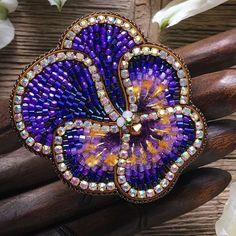 Best 12 No photo description available – SkillOfKing. Tambour Beading, Loom Beading, Beading Patterns, Bead Embroidery Jewelry, Beaded Embroidery, Beaded Brooch, Beaded Earrings, Bead Jewellery, Beaded Jewelry