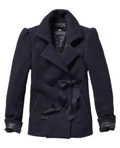 Pea coat with puffed shoulder