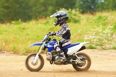 We're going to give you the rundown of the best dirt bikes for 10 years, 12 years or even small children.To help choose from among the best dirt bike brands, you can research product and safety reviews from other parents who have purchased from the company.
