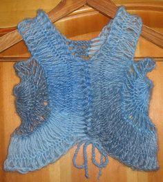 Boleros em crochê de grampo - da internet Broomstick Lace Crochet, Hairpin Lace Crochet, Crochet Lace Dress, Crochet Tunic, Freeform Crochet, Crochet Motif, Crochet Edgings, Crochet Tops, Hairpin Lace Patterns