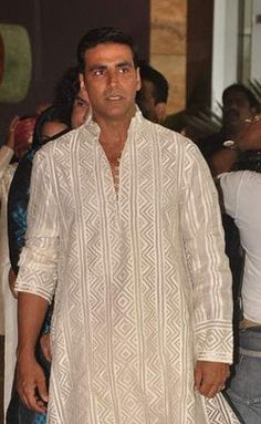 Akshay Kumar in a traditional white patterned kurta with churidars at Ritesh & Genelia Wedding Ceremony, 2012