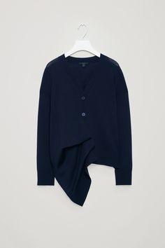 c5c48fc979 COS | Cardigan with draped placket Bekleidung, V-ausschnitt Strickjacke,  Moderne Garderobe,